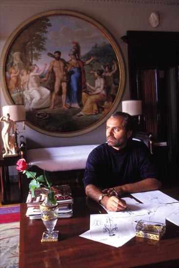 Gianni Versace em uma das salas da Villa: itens cobiçados