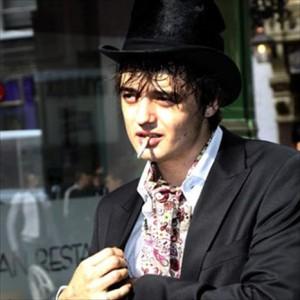 Pete Doherty faz show particular em Paris