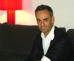 Francisco Costa curte descanso em Salvador