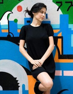 Marina de la Riva faz show de lançamento de seu novo CD