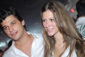 Mais um casal sobe ao altar em 2010. Pietra Bertolazzi e Marcelo Mussi ficaram noivos recentemente.