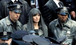 Angelina Jolie passa mal pela segunda vez no set de seu novo filme