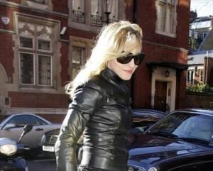 Madonna está em Londres preparando estratégias legais para consguir adotar Mercy James