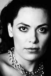 Fabiana Gomes é a nova maquiadora senior da M.A.C.
