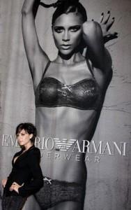 Victoria Beckham lança campanha de lingerie da Emporio Armani
