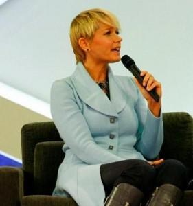Xuxa fala sobre a relação de Sasha com a internet