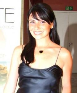 Giovanna Antonelli se chateia em pré-estreia