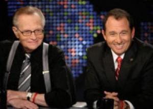 Larry King apresenta filho recém-descoberto em seu programa
