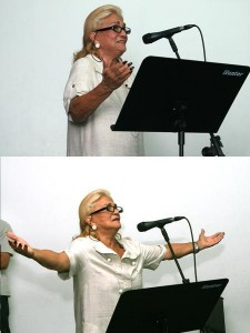 Hebe Camargo treina para cantar com Roberto Carlos