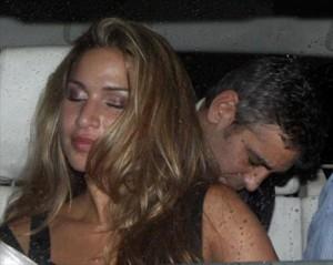 George Clooney está saindo, mais uma vez, com uma garçonete