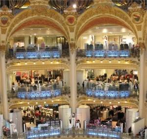 Galeries Lafayette, em Paris abre o maior espaço de sapatos do mundo
