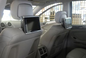 Modelo ML 63 AMG traz dois monitores para DVD e videogame