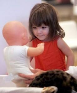 Katie Holmes e Tom Cruise não querem ter outro filho tão cedo