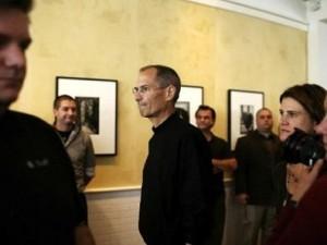 Steve Jobs volta ao trabalho