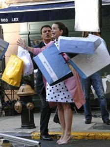 Estudo comprova que mulheres gastam 287 dias de suas vidas pensando em roupas.
