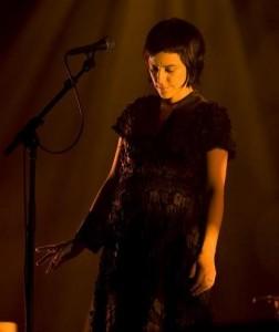 Fernanda Takai inova no primeiro DVD solo.