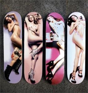 Marca de skate traz supermodelos nuas nas pranchas.