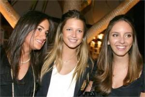 Trio fervido de glamurettes encerra temporada parisiense na semana que vem.