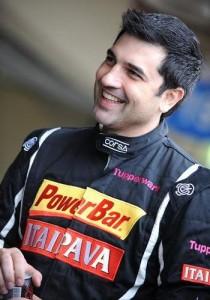 Edu Guedes, apresentador da Record e chef de cozinha dos bons, está levando cada vez mais a sério o hobby de pilotar carros de corrida.
