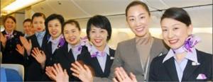 Quem vive viajando mundo afora sabe o quanto é difícil encontrar aeromoças simpáticas. Pois saiba que no Japão elas são bem diferentes.