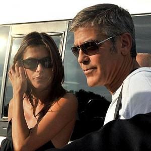 George Clooney apresenta a namorada ao público no Festival de Veneza
