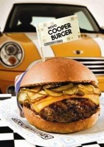 Lanchonete da Cidade desenvolveu o Cooper Burguer, o hambúrguer de 180 gramas, temperado com molho inglês e recheado com cheddar, relish de pepino e mostarda inglesa.