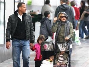 Kate Hudson e A-Rod foram vistos nesse sábado, em Seatlle, passeando com os filhos na maior descontração.