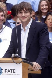 Ashton Kutcher é o mais novo queridinho do mundo digital.