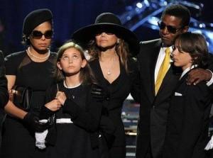 Mesmo com a pouca idade, Paris Jackson mostrou que tem opinião madura sobre diversos assuntos. A menina, de apenas 11 anos, disse à tia La Toya que os ensaios puxados e exaustivos a que Michael Jackson era submetido diariamente causaram um estresse que po