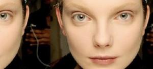 Marcos Costa, maquiador oficial da Natura conversou com o Glamurama sobre sobrancelhas apagadas. A tendência vem dando o falar e você descobre tudo no canal Beleza por Natura