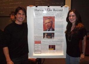 Tom Cruise fez uma aparição no campus da Universidade de Harvard nessa terça-feira. O ator foi assistir a uma palestra do advogado dele, Bertram Fields, causando o maior burburinho.