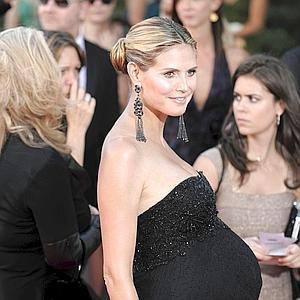Heidi Klum foi internada na madrugada dessa quarta-feira na clínica Cedars-Sinai Medical, em Los Angeles. Tudo indicava que ela iria dar à luz o quarto filho com Seal. Tanto que a top impediu a entrada dos paparazzi no centro médico. Mas… Tudo não passo