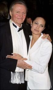 Angelina Jolie faz as pazes com o pai depois de 7 anos.