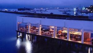 O Trapiche Adelaide, em Salvador, faz sucesso desde os anos 1990 com alta gastronomia e um cenário pra lá de charmoso. Ele fica na Avenida do Contorno. O projeto, como muita gente já sabe, é do arquiteto David Bastos.