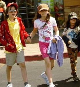 Filhos de Michael Jackson sofrem acidente em Los Angeles por causa de perseguição de um paparazzo.