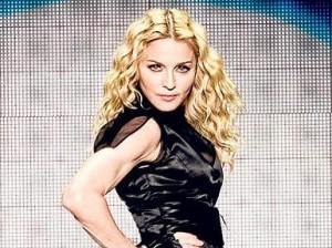 Glamurama descobriu que não é exatamente para uma campanha masculina que Madonna vai posar para os amigos Domenico Dolce e Stephano gabbana. Ela estrelará, sim, a campanha feminina da Dolce & Gabbana!