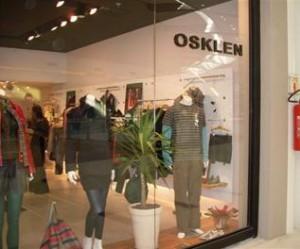 A Osklen não é uma das marcas participantes desta edição do Crystal Fashion, mas fez questão de participar do evento. Acontece hoje o lançamento da coleção de verão 2010 apresentada na última edição do SPFW.