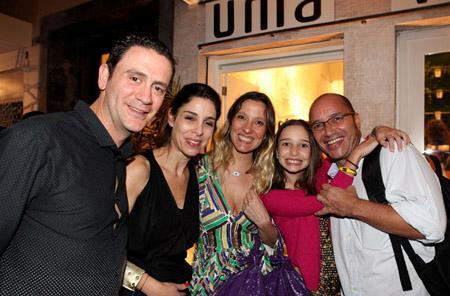 A inauguração da Uma no Rio agitou a Rua Dias Ferreira na noite de terça-feira. Muitos clientes especiais passaram por lá, como Carolina Ferraz, Patrycia Travassos, Camila Morgado, Maria João Bastos e Regina Casé, entre outros.