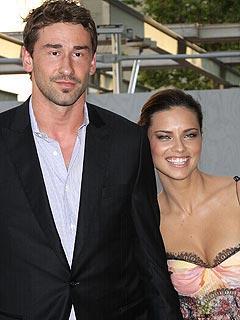 Adriana Lima e Marko Jaric: pais de primeira viagem