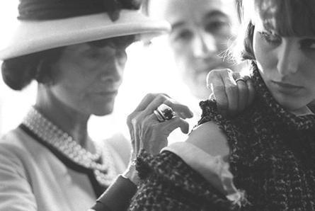 O curso de Design de Moda da Estácio de Sá / Instituto Zuzu Angel presta homenagem a Coco Chanel.