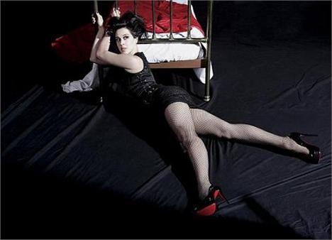 Cláudia Raia: de pernas pro ar!