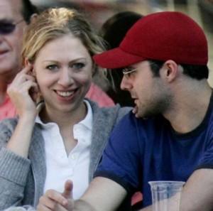 A filha dos Clinton se casará com o banqueiro Marc Mezvinsky neste sábado.