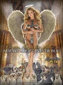 Peta lança campanha com modelo da Playboy nua e com crucifixo sobre o corpo