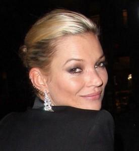 Kate Moss compra bracelete direto do braço da designer de joias Ann Dexter-Jones
