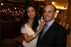Zeco Auriemo comanda festa de aniversário para a mulher, Mariana.