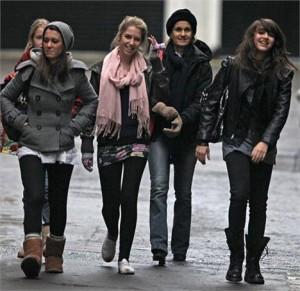 Lourdes Maria quase passa despercebida pelas ruas de Londres.