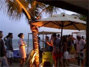 DJ Sandy Rivera fez a pista ferver em festa em Trancoso.