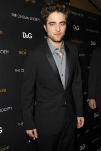 Robert Pattinson contracenará com Uma Thurman em filme de Declan Donnellan.