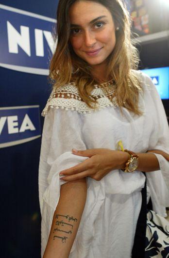 Thaila Ayala: rasante no lounge NIVEA