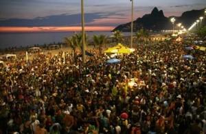 Bloco Afroreggae dá início aos ensaios antes de desfilar na Lapa e em Ipanema no Carnaval carioca.